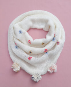bufanda vanilla bordada a mano